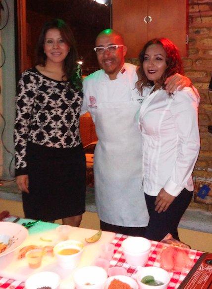 Elizabeth Espinosa, Chef Carlos Gallardo, y Marcella Tubon
